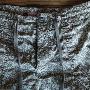Faded Glory Pants - 2/$25 Faded Glory Green & Cream Paisley Crops